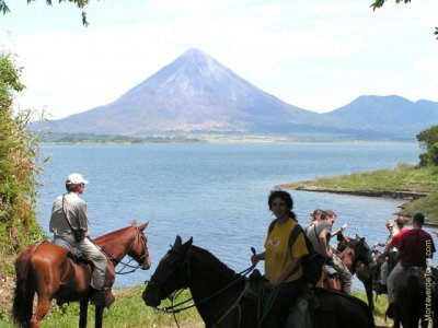 arenal volcano tour package