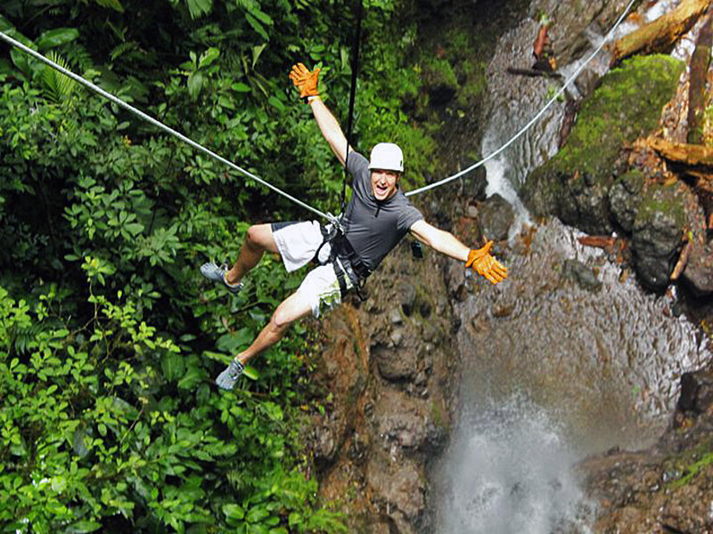 canyoneering in arenal getting wet!
