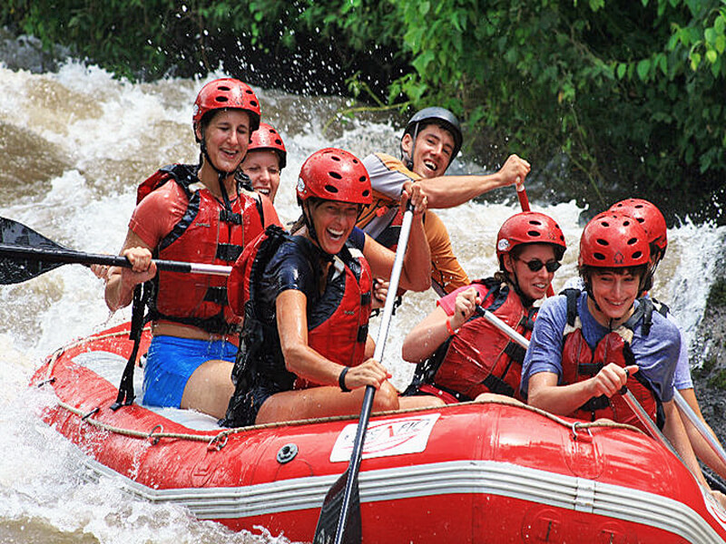 rafting on the way from La Fortuna