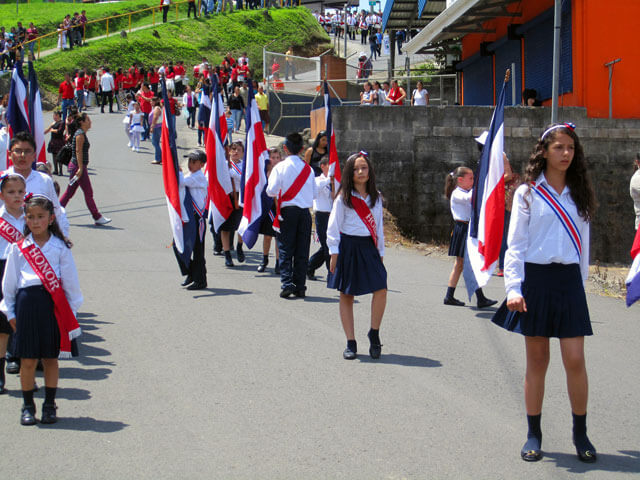 Parade Santa Elena High School Monteverde